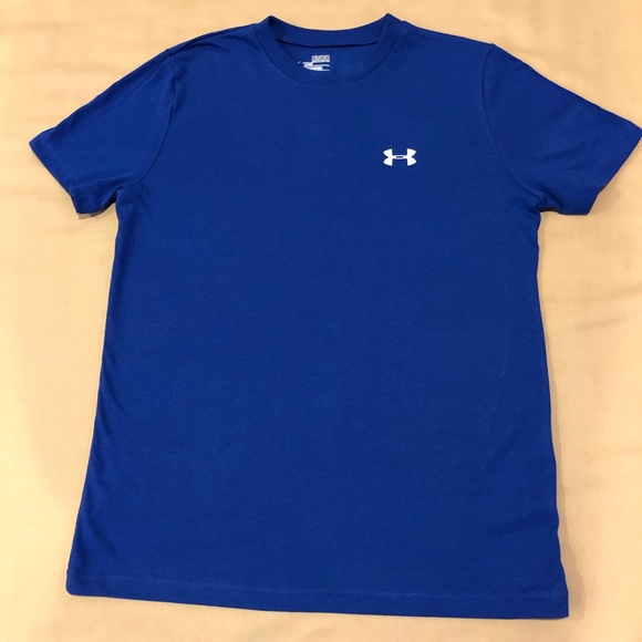 New youth medium large under armour t shirts